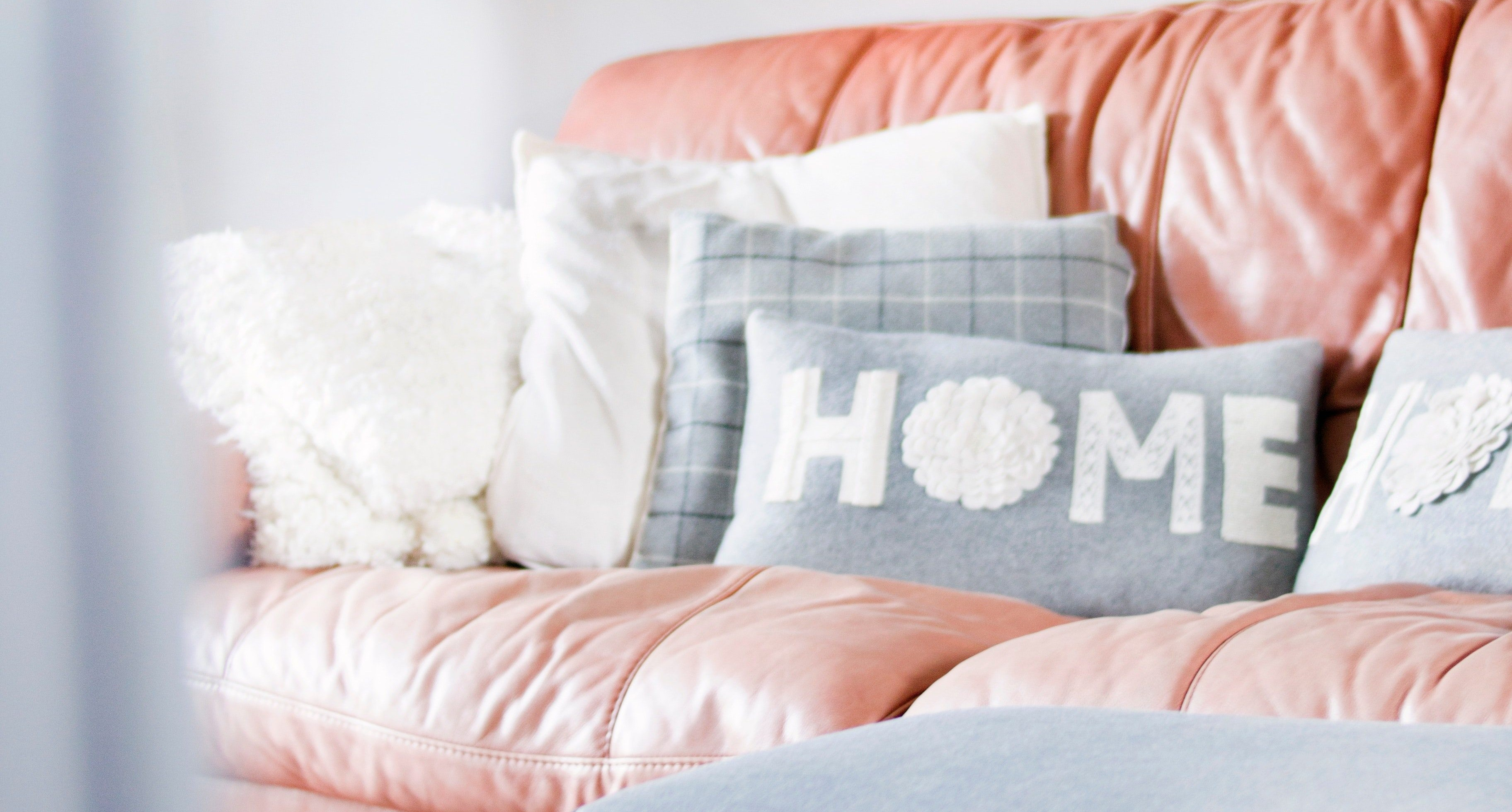 contemporary-cozy-decor-895227-e1534403514889.jpg