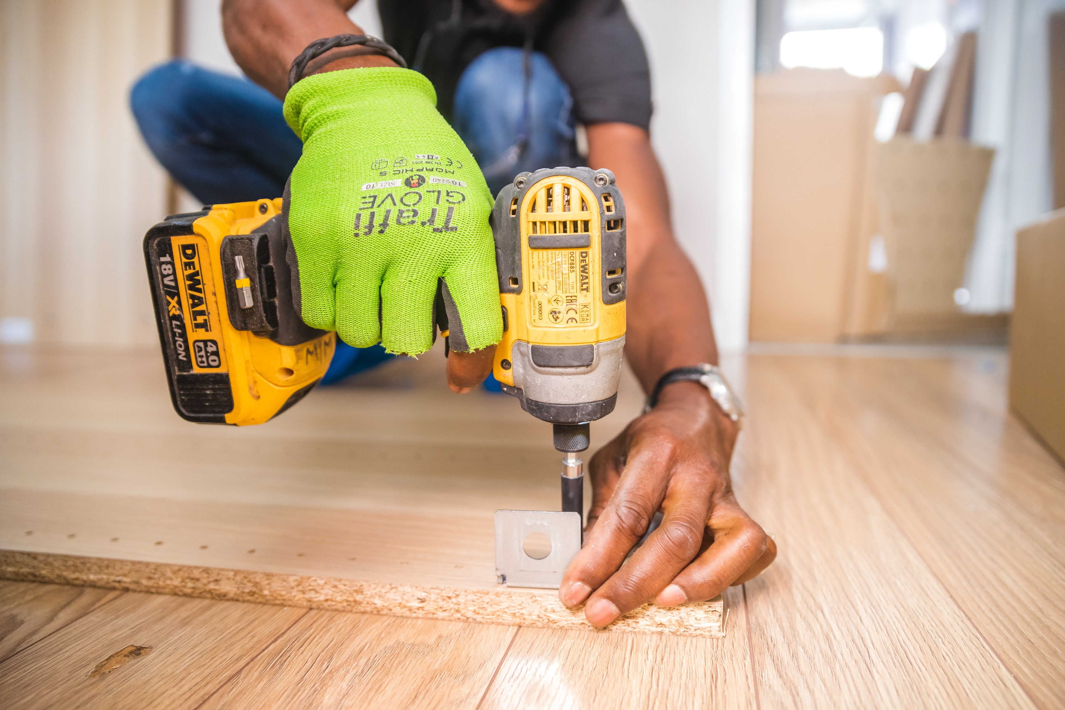 carpenter-carpentry-close-up-1249611